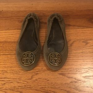Tory Burch Ballet Flats in Olive - Size 6